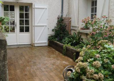 Un autre aménagement de cour, dans un style plus traditionnel